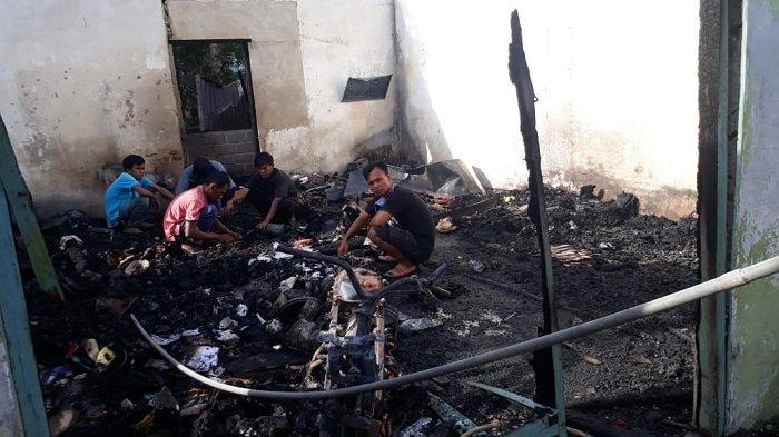 Rumah Warga di Pesisir Selatan Ludes Terbakar, Api Sempat Merembet ke Loteng dan Atap Gedung SD