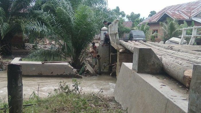 Banjir merendam rumah warga di Kecamatan Ranah Ampek Hulu (Rahul), Tapan, Kabupaten Pesisir Selatan, Provinsi Sumatera Barat, Minggu (16/5/2021).