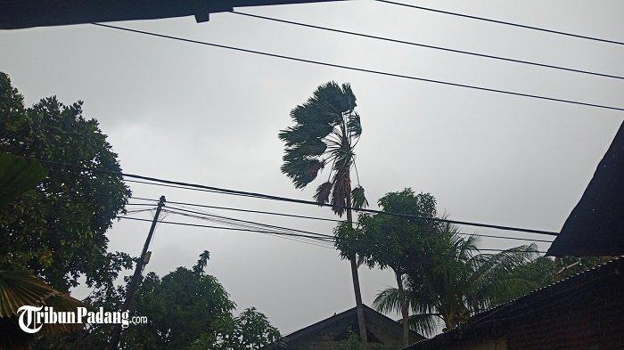 PeringatanDiniBMKG:Waspada Hujan Lebat dan Angin Kencang di Padang dan Sejumlah Daerah Sumbar