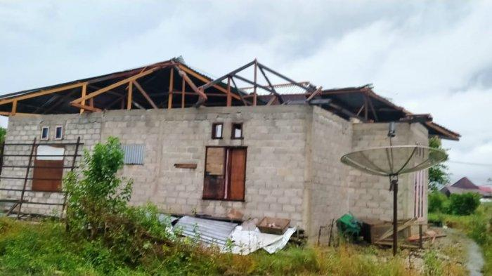 Selain Banjir dan Longsor, Angin Puting Beliung Juga Hantam Alahan Panjang, 3 Rumah Rusak