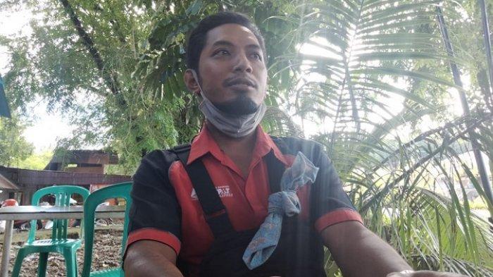 Berkah Viral Drama COD di Padang, Kurir Dapat Hadiah HP karena Sabar Dimarahi Emak-emak