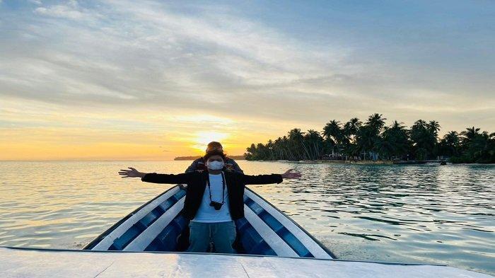 Suasana Senja di depan Nasara Internasional Resort, Pulau Awera, -- yang tidak berjauhan dari -- Pelabuhan Tuapeijat Sipora, Kepulauan Mentawai, Provinsi Sumatera Barat (Sumbar)