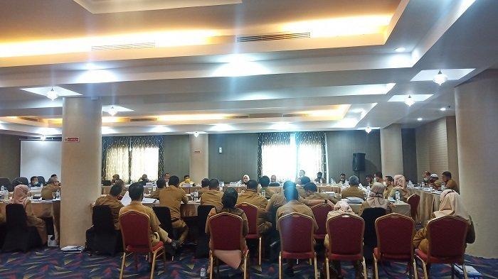 DPRD Padang Bahas KUPA APBD 2020 di Hotel Berbintang, Syafrial Kani: Kantor Belum Memadai