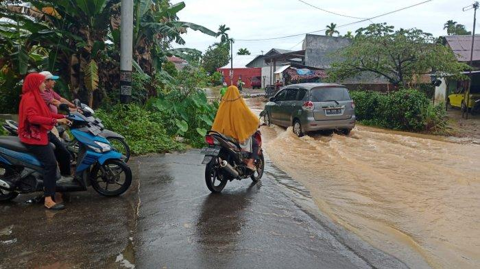 Banjir di Jalan Air Paku Sungai Sapih Padang, Warga: Saya 2011 di Sini Tiap Hujan Pasti Tergenang