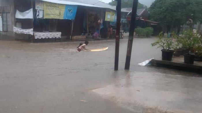 Banjir di Jondul Rawang Padang, Kantor Lurah pun Digenangi Air