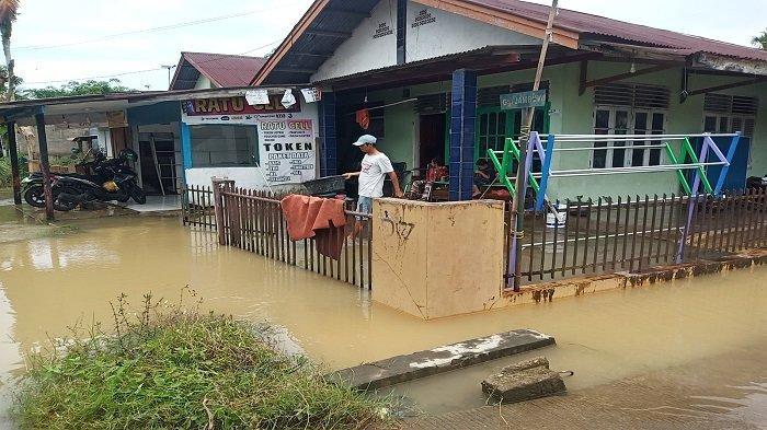 Update Banjir di Padang, Parak Jambu Dodok Tunggul Hitam Masih Tergenang Air Selutut Orang Dewasa