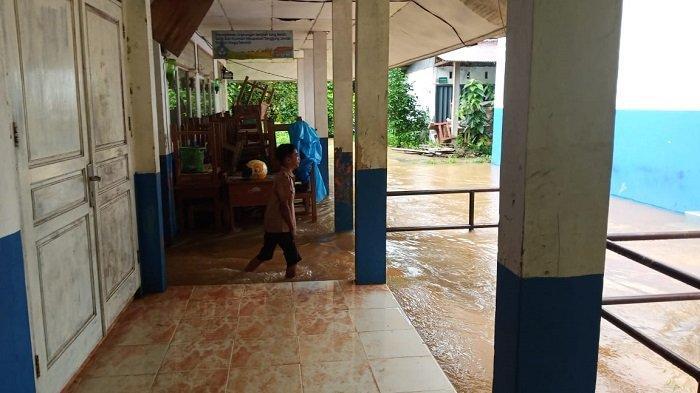 SMPN 27 Kota Padang Terendam Banjir, Siswa : Sekolah Kami Sekolah Banjir