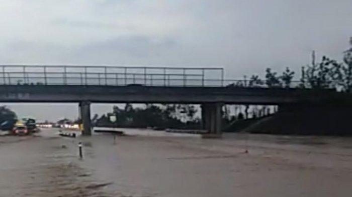 Banjir Jakarta Berimbas pada Operasionalisasi Jalan Tol Hingga Sungai Meluap