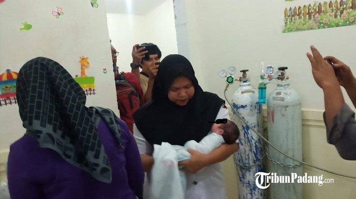 Bayi Perempuan yang Ditemukan di Samping Warung Diantar ke RS Bhayangkara Padang