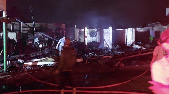 Kebakaran Pasar Kambang Pesisir Selatan, Belasan Bangunan Hangus Dilahap Api