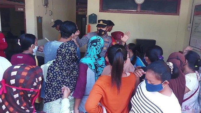 Warga Berdatangan ke Kantor Polsek Sipora Kepulauan Mentawai, Masyarakat Berebut Ingin Divaksin