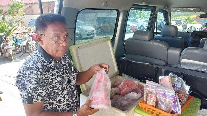 Ada Ikan Tuna Segar dan Olahan Dijual di Halaman Kantor Balai Kota Padang