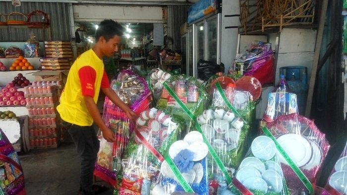 Penjual Parcel di Kota Padang Masih Sepi Pembeli, Jelang Lebaran
