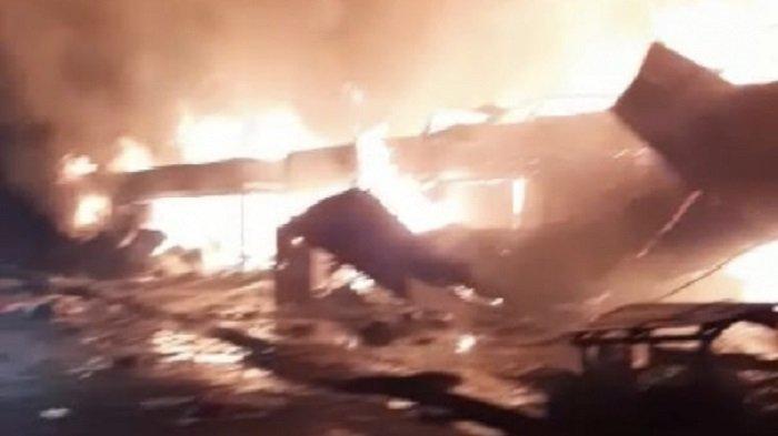 Breaking News : Kebakaran Hanguskan Pasar Baso Blog G di Kabupaten Agam