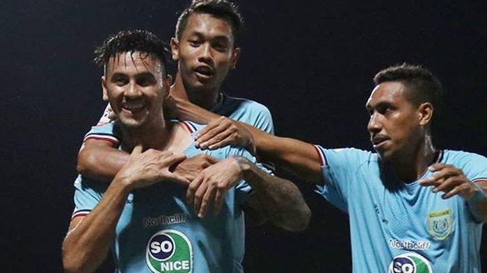 Hingga 122 Menit Persela dan Borneo FC Imbang Diwarnai Insiden 2 Kartu Merah dan 2 Penalti