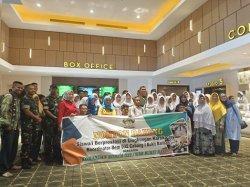 Prajurit Korem 032/Wirabraja dan Siswa Nonton Bareng Film Avengers:Endgame di Transmart Padang