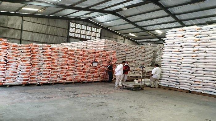 Bulog Sumbar Siapkan 3.500 Ton Beras saat PPKM Darurat, Penyaluran Tunggu Arahan Pemerintah Pusat