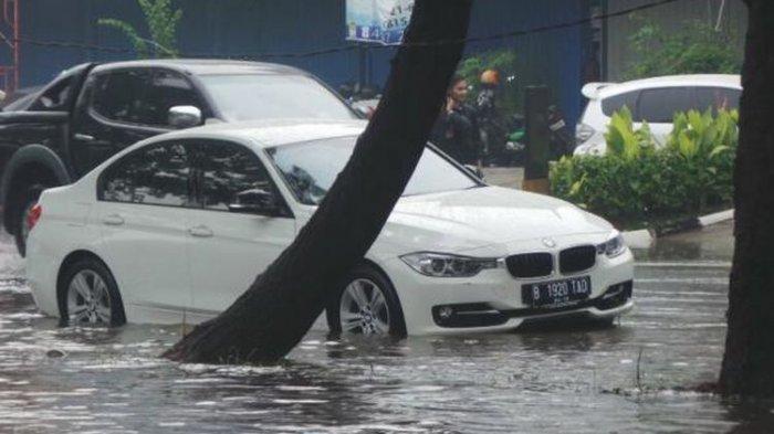 Catat! Inilah Cara Klaim Asuransi Mobil yang Rusak karena Bencana Banjir