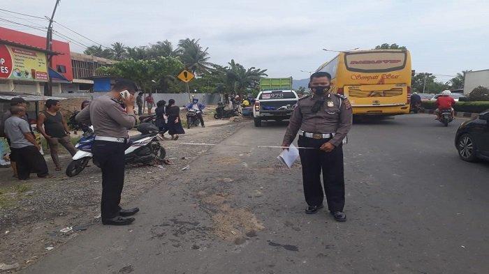 Nenek Tewas dan Kakek Lolos dari Maut, Motor Mereka dan Truk Tabrakan di Jalan By Pass Padang