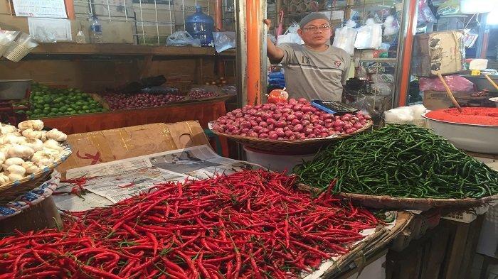Turun, Harga Cabai Merah dan Bawang Merah di Pasar Raya Padang