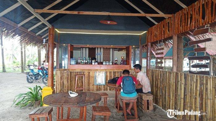 Cafe Kopi Basamo di Jalan Uncle Jack, Pasie Nan Tigo, Kecamatan Koto Tangah, Kota Padang, Sumatera Barat, Sabtu (19/12/2020).