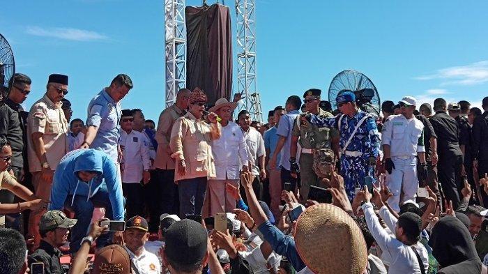 Kampanye di Padang, Prabowo Janji Turunkan Tarif Listrik dalam 100 Hari Masa Kerja jika Terpilih