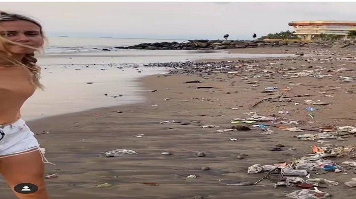 Viral Bule Perlihatkan Sampah Berserak di Pantai Padang, Kami Tak Bisa Edit Semua Plastik dari Foto