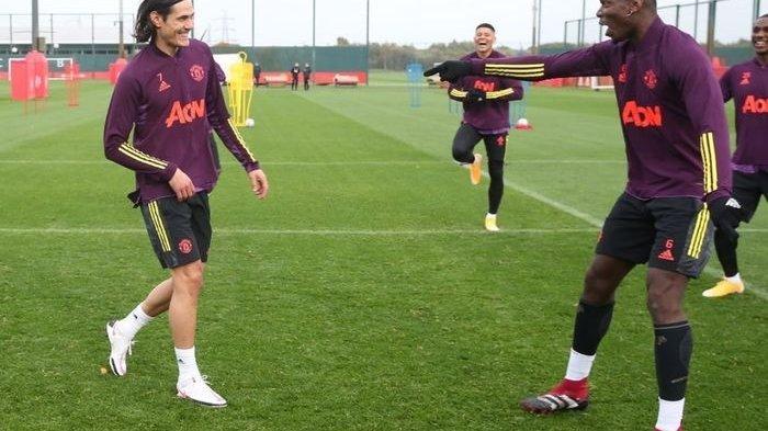 Suasana kebersamaan Edinson Cavani bersama Paul Pogba dalam sesi latihan Manchester United.