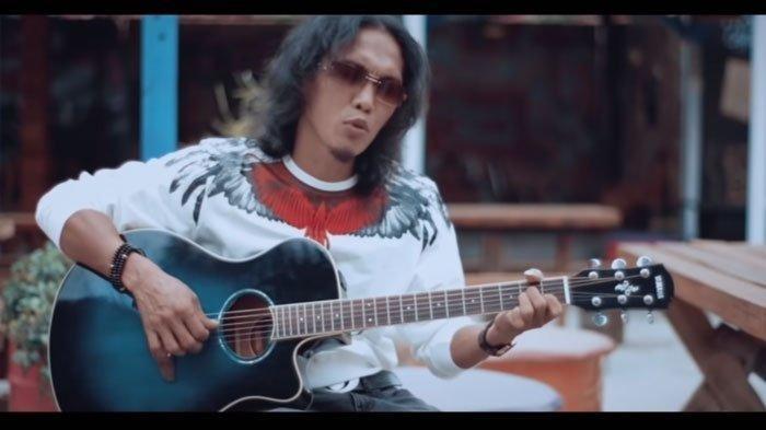 Chord Kunci Gitar Kerinduan Thomas Arya - Download MP3 Lirik Lagu: Dan di Daat Ku Merindu
