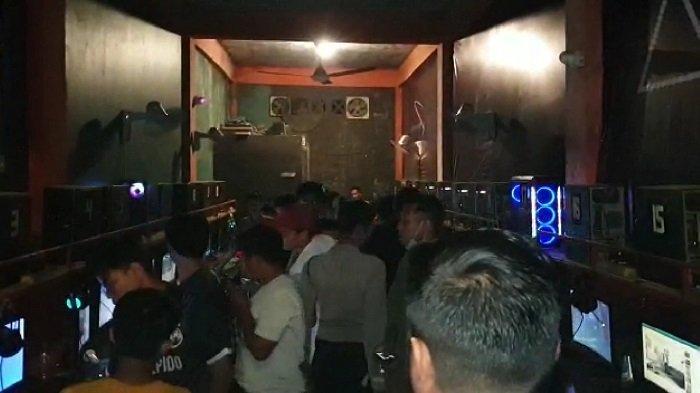 Polres Padang Pariaman Bubarkan Masyarakat Kumpul di Warnet dan Tempat Keramaian