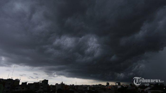 INFO BMKG: Peringatan Dini Cuaca Ekstrem Sumsel, Hujan Petir Disertai Angin Kencang Landa OKI