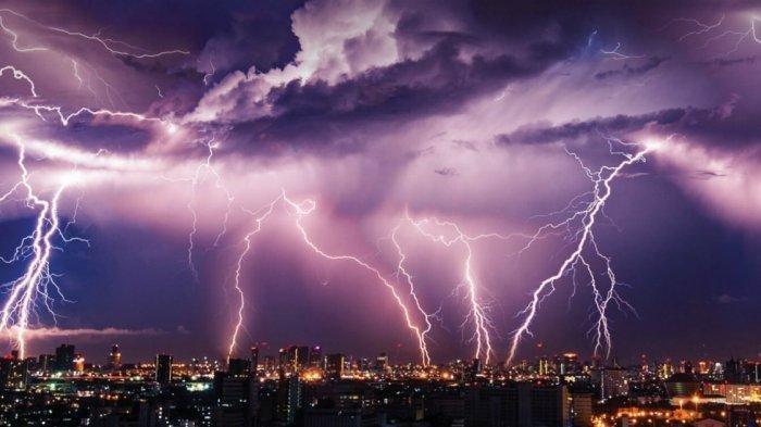 Info BMKG: Peringatan Dini Cuaca Ekstrem Sumsel, Waspada Hujan Petir dan Angin Kencang di OKI