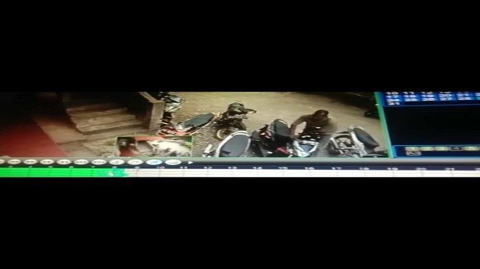 Viral Aksi Curanmor di Halaman Masjid di Barulak Tanah Datar, Pelaku Terekam Kamera CCTV
