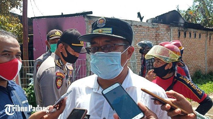 Kadis Damkar Padang Sebut Masyarakat Ramai di TKP Rumah Terbakar, Berkerumun dan Tanpa Masker