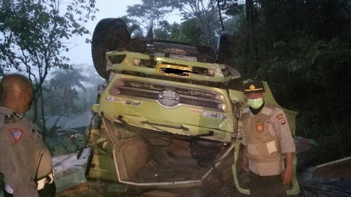 Diduga Mengalami Rem Blong, Dua Truk Kecelakaan Lalu lintas di Jalan Padang - Solok