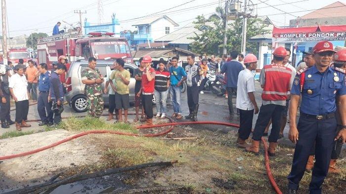 Damkar Kota Padang Ungkapkan Soal Kebakaran Kedai Ayam Potong Sekaligus Rumah Kayu di Pauh