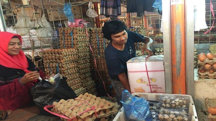 Harga Telur Itik dan Ayam di Pasar Raya Padang Stabil, Tapi Relatif Sepi Pembeli