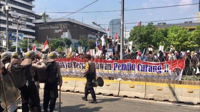 Aksi Unjuk Rasa, Ratusan Personil Gabungan TNI dan Polri Disiagakan Menjaga Kantor Bawaslu RI