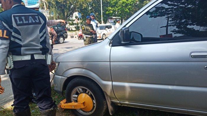 Kasat Pol PP Padang Siap Kerahkan Anggotanya untuk Tertibkan Parkir di Trotoar