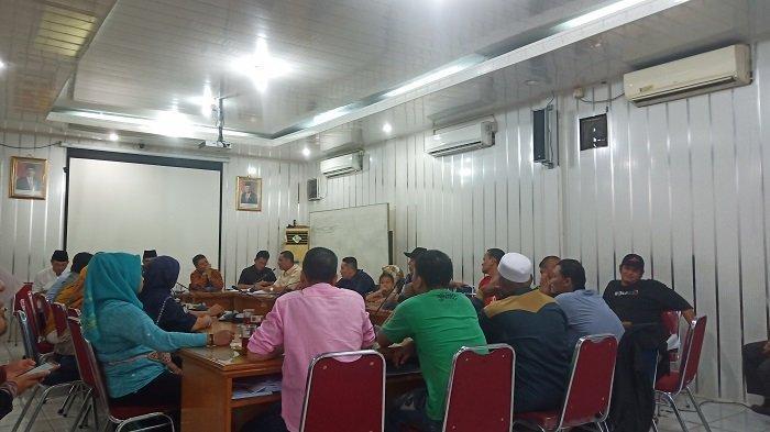 DPRD Padang Hearing dengan Perwakilan Pedemo Tolak Usir PKL di Gedung Bundar Sawahan