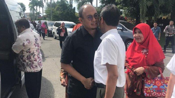 SUMBAR - Irwan Prayitno Cipika-cipiki dengan Andre Rosiade| Irjen Pol Fakhrizal Dilepas Air Mata