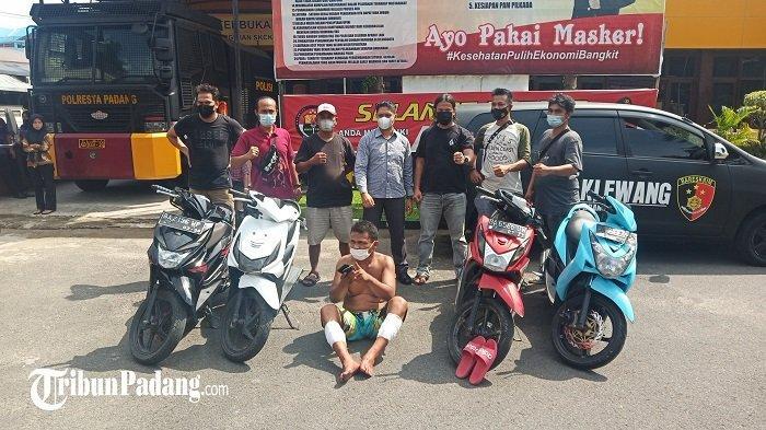 Polisi melumpuhkan seorang terduga pelaku jambret dan pencurian sepeda motor (Curanmor) baru-baru ini. Terlihat pelaku saat diamankan oleh tim Klewang Polresta Padang, Selasa (11/5/2021).