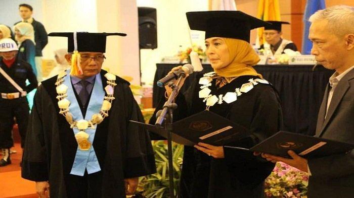 Prof Diana Kartika, Wakil Rektor 3 UBH Padang Raih Gelar Guru Besar Pendidikan Bahasa Jepang