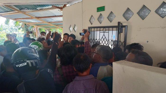 DidugaCabuli Murid SD Seorang Pria di Padang Dikurung Dalam Toilet Masjid guna Hindari Amukan Massa