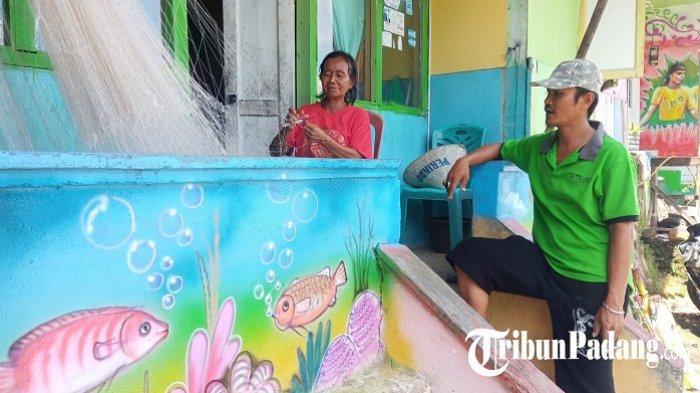 Gunakan Biaya Sendiri, Warga di Gerbang Gunung Padang Hiasi Rumah dengan Mural
