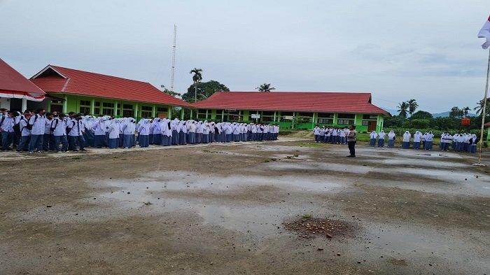 Sukseskan Vaksinasi Tingkat Remaja, Camat Rahul Tapan Datangi Sekolah-sekolah