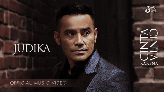 Chord Gitar dan Lirik Lagu Mama Papa Larang - Judika: Separuh nafasku ku hembuskan untuk cintaku