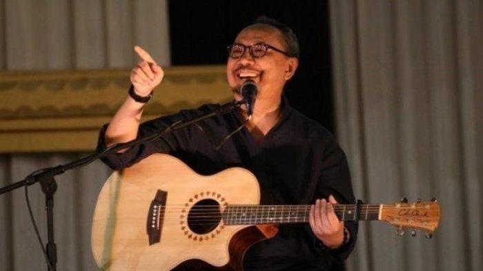 Chord Gitar Titip Rindu Buat Ayah - Ebiet G Ade: Termasuk Album Best of The Best Tahun 1999