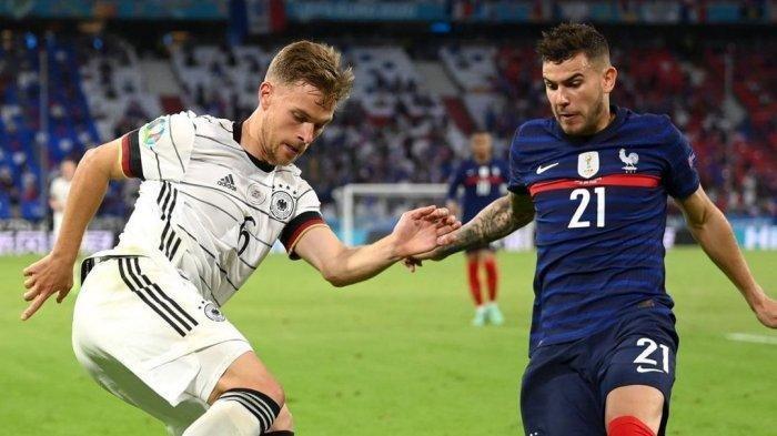 Jalannya pertandingan ketika terjadi perebutan bola atau duel antara Lucas Hernandez melawan Joshua Kimmich dalam pertanduingan Timnas Prancis vs Jerman pada matchday 1 kualifikasi Grup F Euro 2020 belum lama ini.