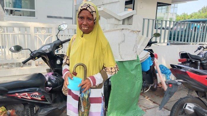 Kisah Pilu Emi Si Pengemis di Padang: Ditinggal Suami hingga Kena PHK karena Katarak